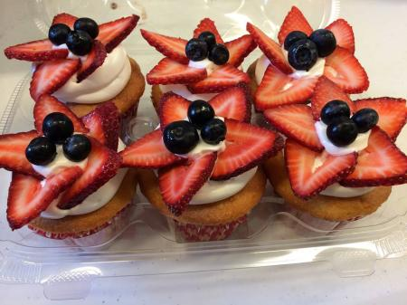 red white blue cupcakes.jpg
